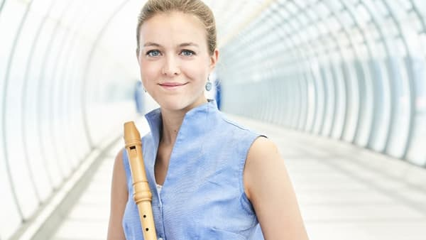 Image of Tabea Debus holding recorder